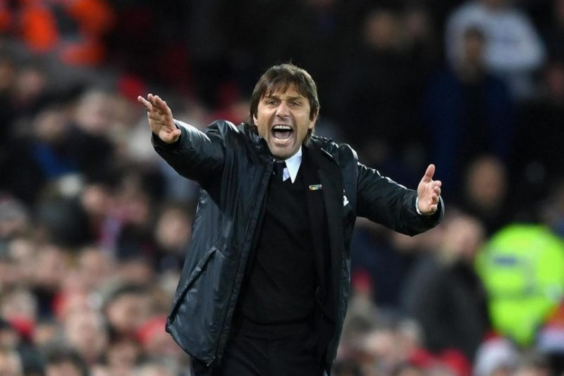 Conte screaming instructions to Chelsea players in Liverpool game