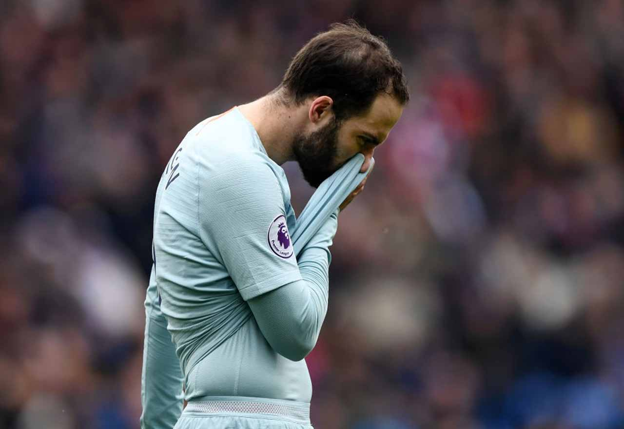 Chelsea striker Higuain reluctant to leave his house through
