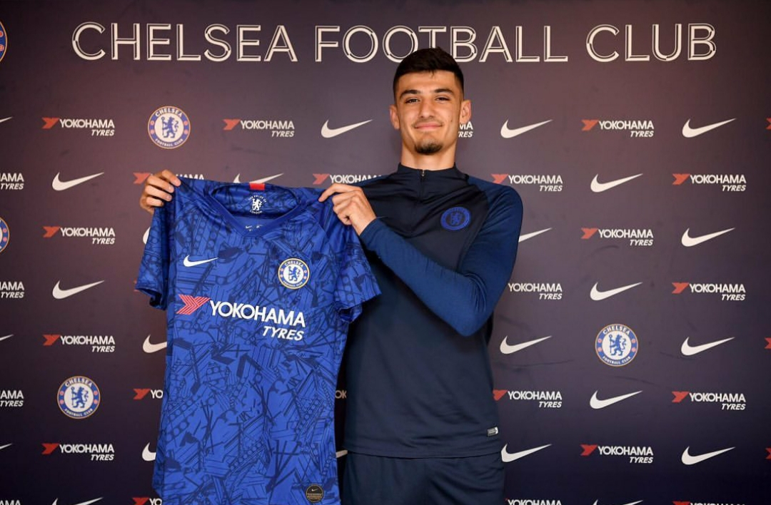 Confirmed: Promising Chelsea striker signs professional contract with the club